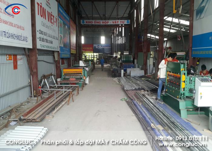Hình ảnh máy chấm công lắp tại xưởng tôn vina Vĩnh Bảo