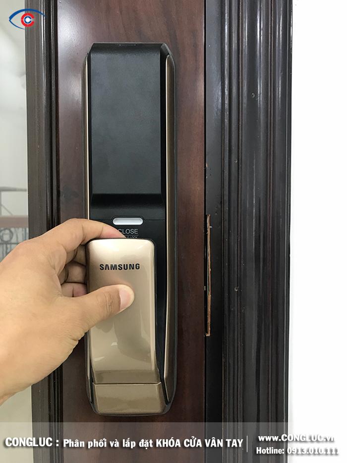 Lắp khóa cửa vân tay tại đường Dương Kinh công ty Sao Đỏ