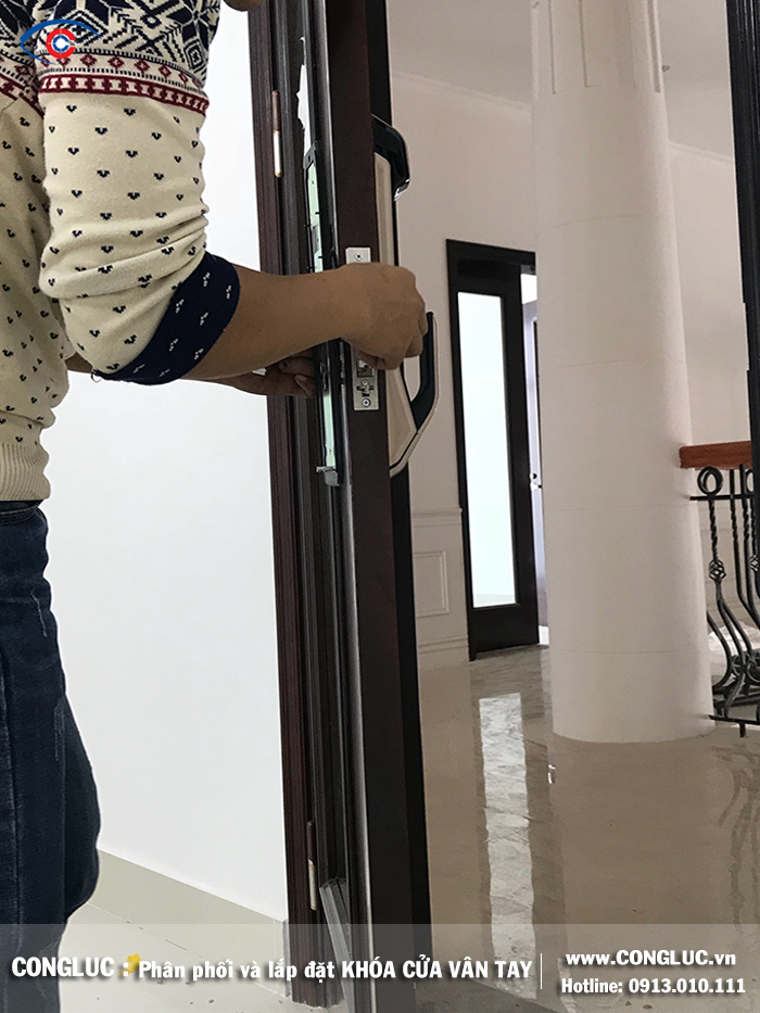 Lắp khóa vân tay tại đường Phạm Văn Đồng Công ty Sao Đỏ